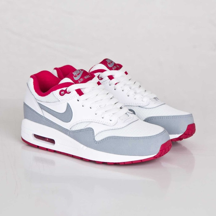 Nike WMNS Air Max 1 Essential White Light <a href='http://www.AllTheHotKicks.com/blog/nike-wmns-air-max-1-essential-whitelight-magnet-grey-fuschia/' rel=
