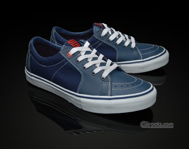 Navy Blue colorway complemented with Vans' authentic vulcanized rubber